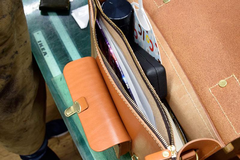 学生鞄風・2wayビジネスバッグ(BC-16) 前面ファスナーポケット