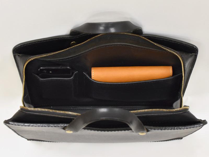二本手ビジネスバッグ(BW-111)盤面サイズの内ポケット収納例