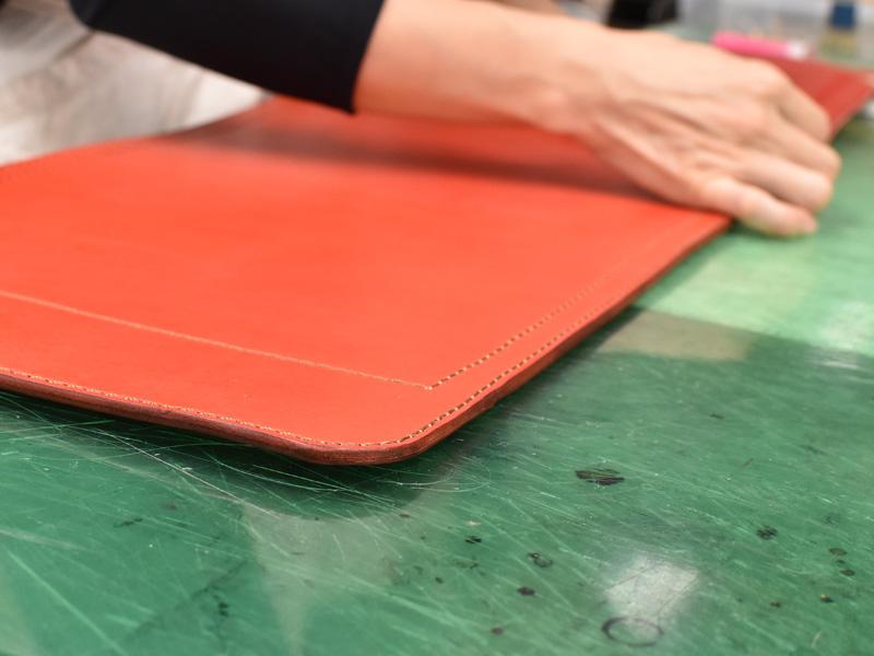 ヘルツのランドセルで使用している厚みのある革