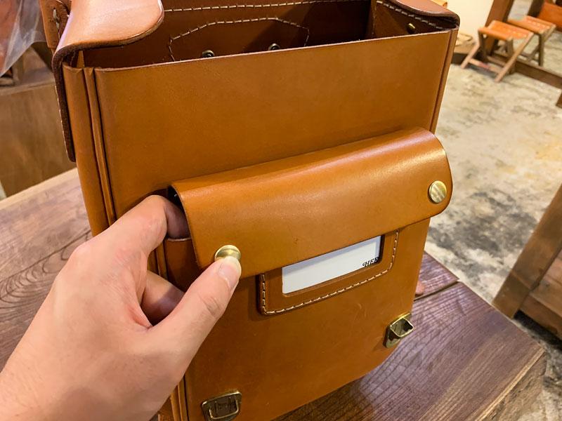 ランドセルのポケットフタの開け方