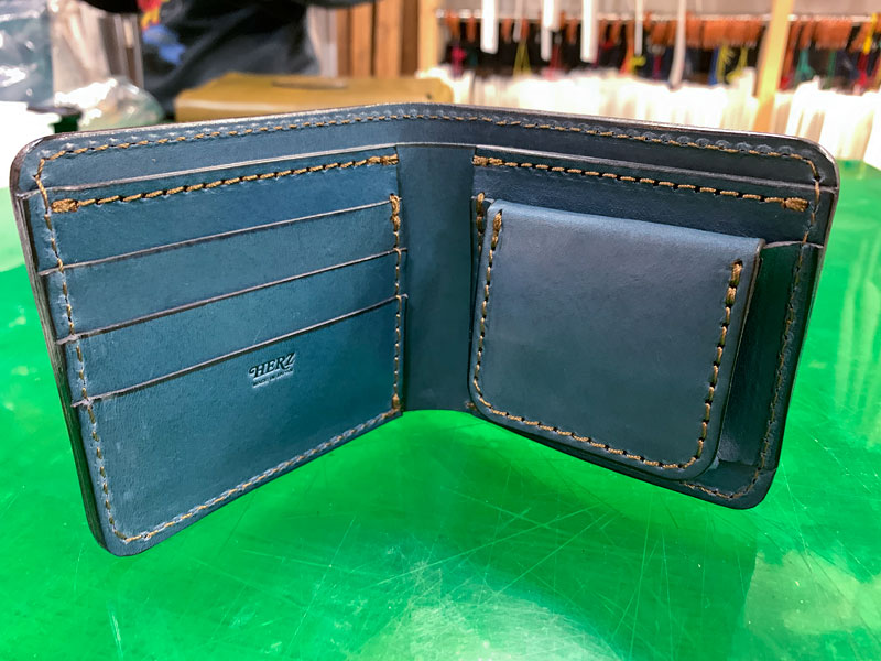 デニムブルー 新品の財布 見開き