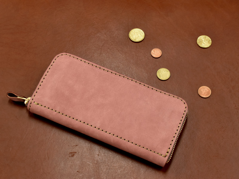 ヌバック特別仕様のファスナー長財布