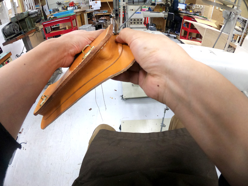 二本ベルトの2wayミニバッグ(CW-67)制作時の作り手の目線