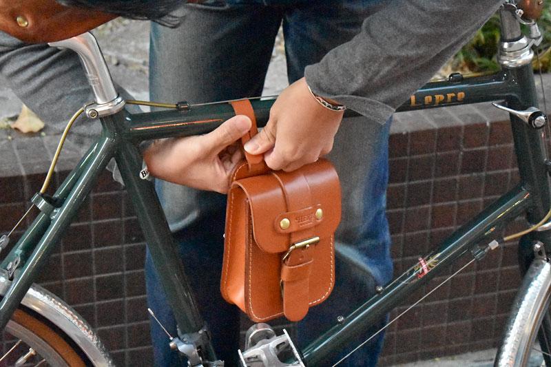 スタンダードベルトポーチ(E-49) 自転車に装着