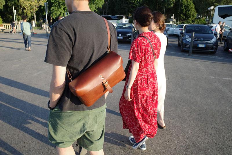 コンテナボディバッグの旅での使用