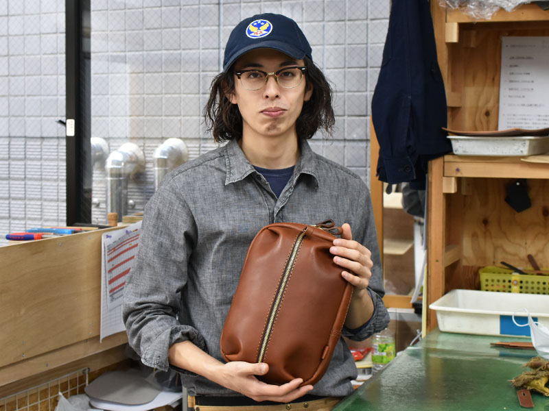 立体ポケットボディバッグ(SP-2020)と作り手の古川1