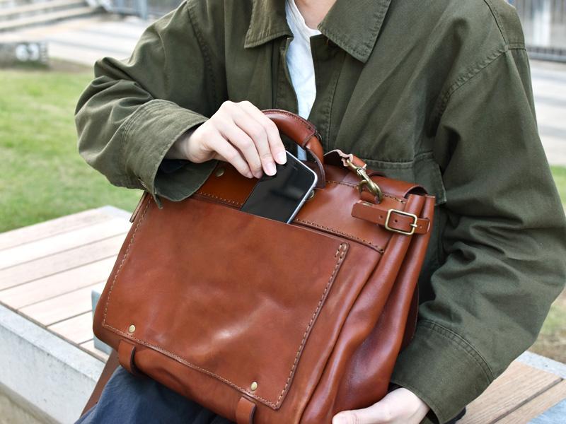 ポストマンショルダーバッグ(WH-401)後面ポケットの様子