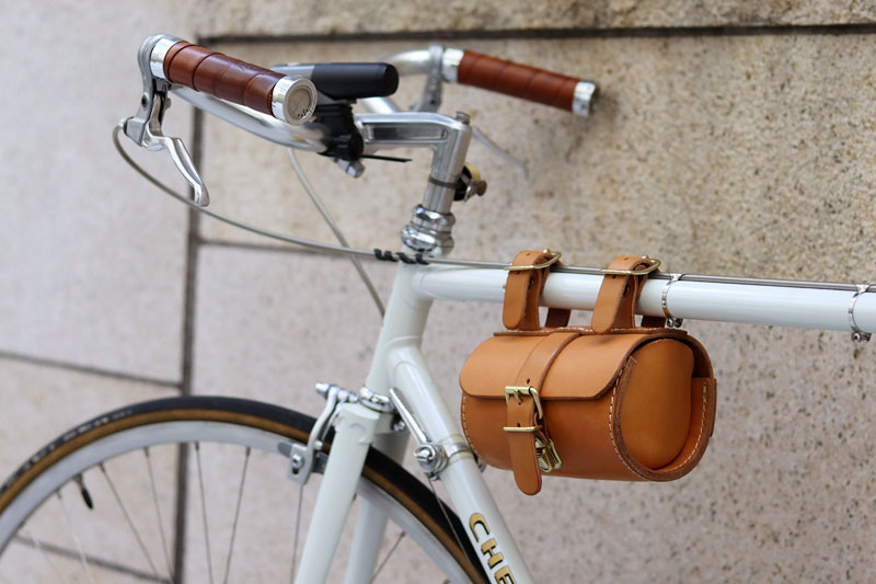 コロンとツールボックス 自転車装着2