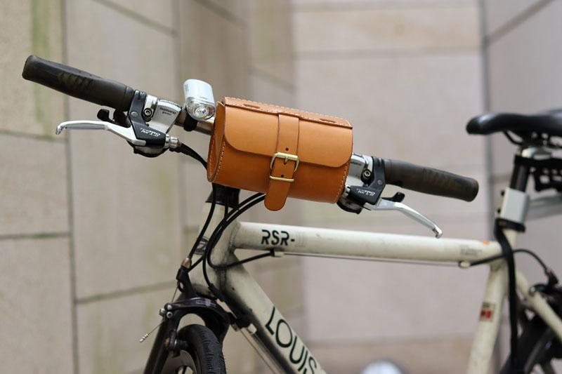 コロンとツールボックス 自転車装着