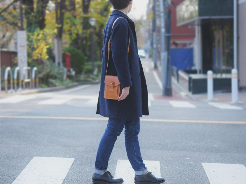 お散歩ショルダー(CP-52)革色キャメルメンズ着用例6