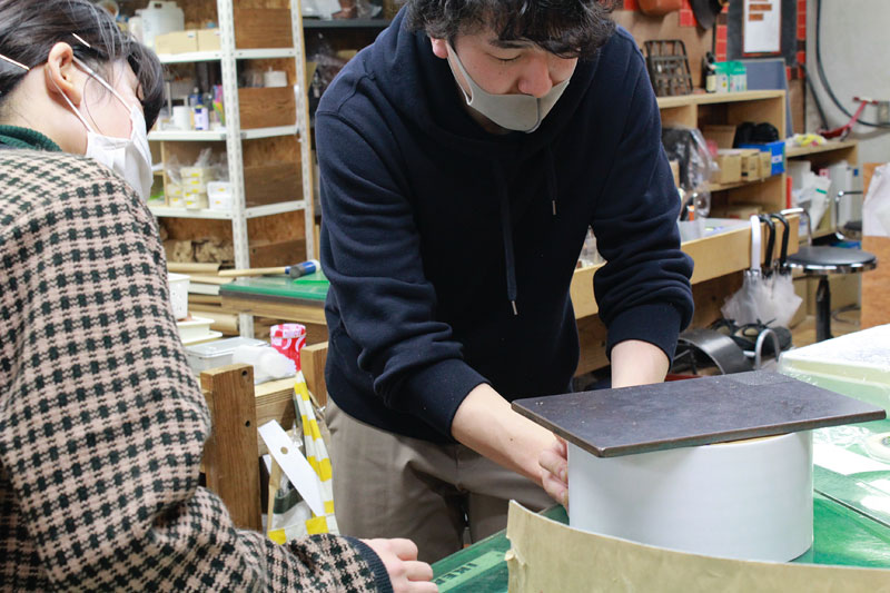 名古屋店スタッフたちの工作風景