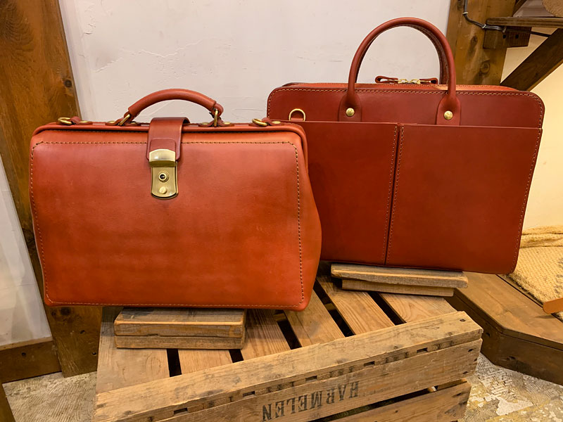 仙台店のボルドー仕様の鞄たち1