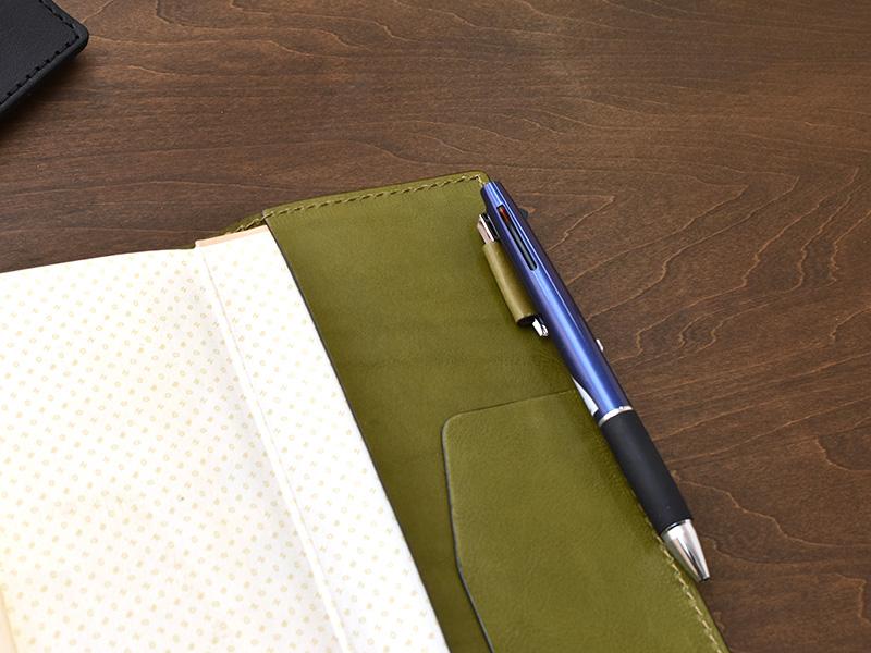 ほぼ日手帳weeksカバー(KB-104-SS)ペン差しの使用例