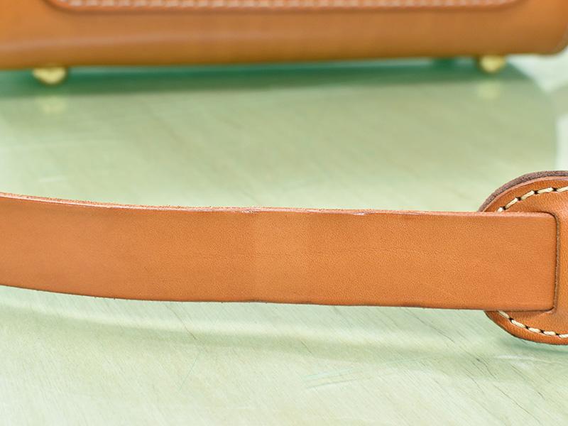 愛用歴1年のたる型2wayショルダーバッグ(A-20)革色キャメルエイジングの差の様子