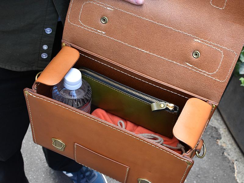 愛用歴1年のたる型2wayショルダーバッグ(A-20)革色キャメル収納例