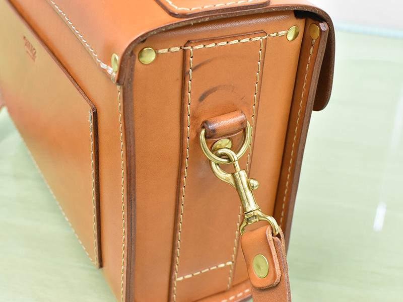 愛用歴1年のたる型2wayショルダーバッグ(A-20)革色キャメルのマチ2