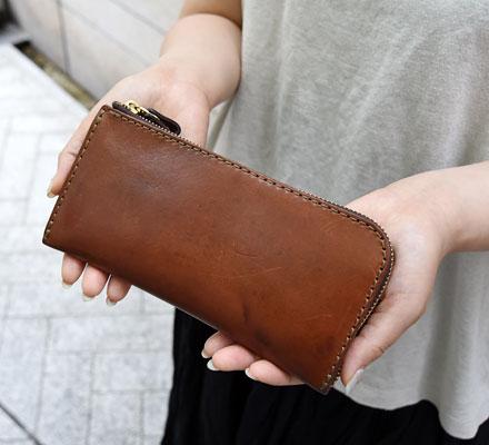 事務スタッフ:藤村愛用「L字ファスナー長財布」
