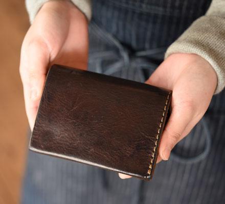 Organ作り手:西川愛用「小型のマチ付き二つ折り財布」