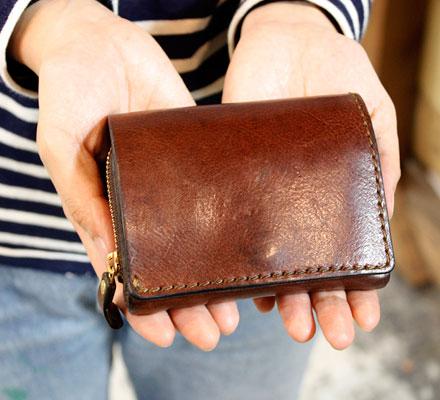仙台店スタッフ:佐藤愛用「小型の二つ折り財布」