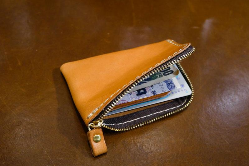 仕切り付きミニ財布(KK-2) ビジネスシーンでの使用2
