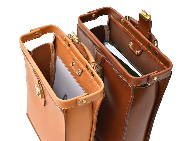 ダレスリュック(BJ-10)Sサイズ革色キャメルとMサイズ革色チョコの収納例