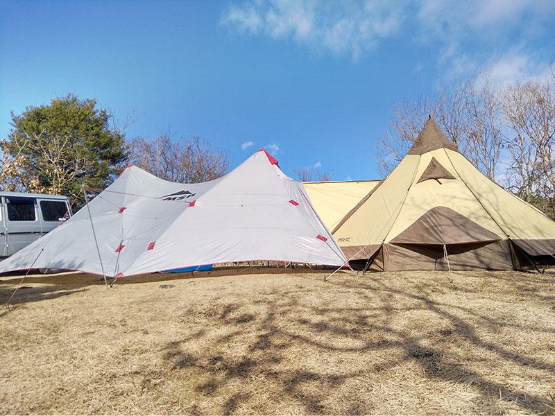 福田がキャンプで使用している大きなテントの様子