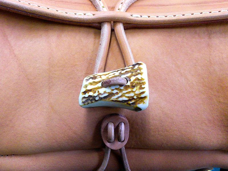 創業者モデルのメッセンジャーバッグ(W-3)の鹿角