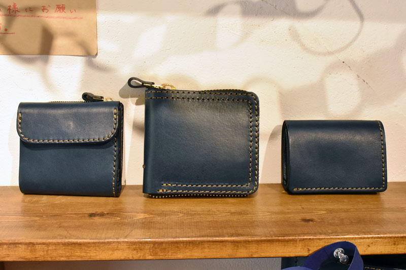 ネイビーの革財布たち