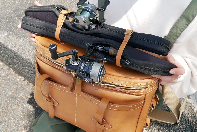 バンクフィッシングバッグ 上部ベルト収納例