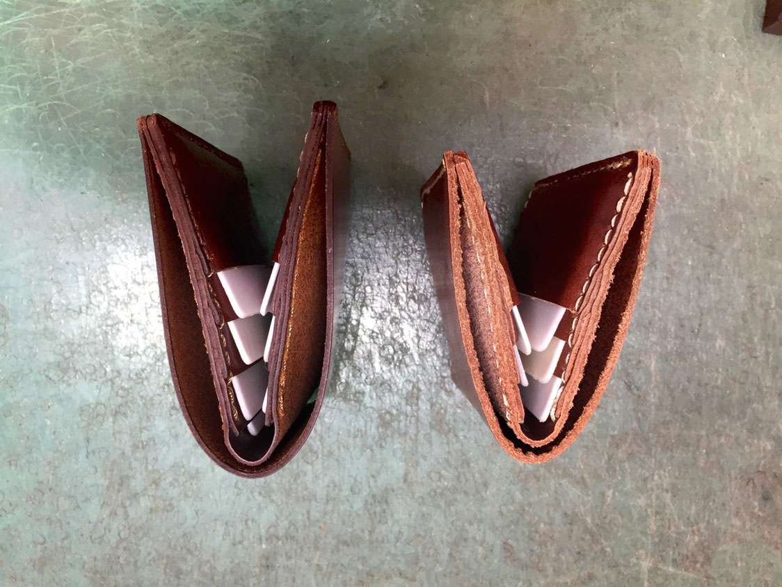二つ折り財布(WS-4)の試作1と2を上から見た様子