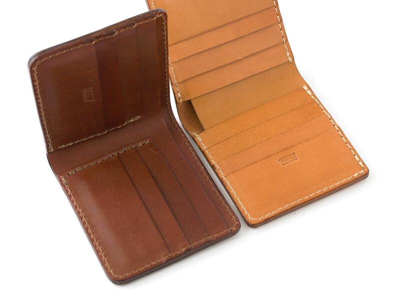 二つ折り財布(WS-3)革色チョコと、二つ折り財布(WS-4)革色キャメルのカード入れ比較