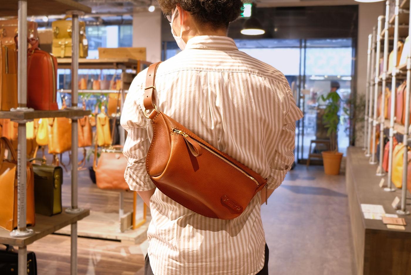 大阪店スタッフが選ぶ父の日ギフト:「 立体マチ・ボディバッグ(F-5)」