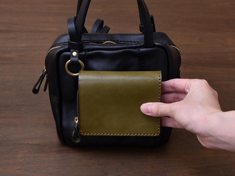 ミニスクエアバッグ(MB-2102)と小型の二つ折り財布(WS-64)