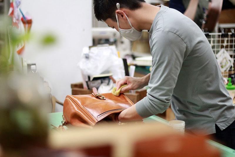 革製品メンテナンスの様子