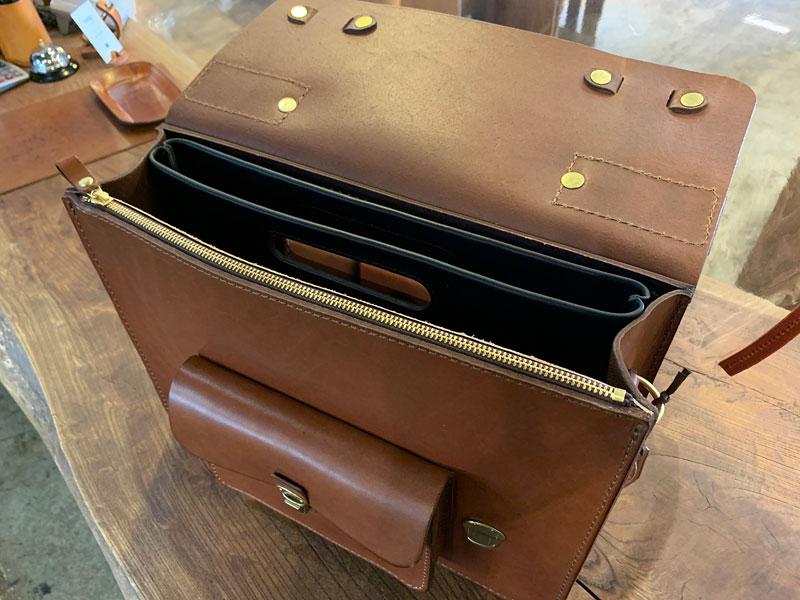 手持ちもできるバッグインバッグ・横型(S-3-Y) バッグに収納
