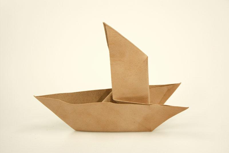 スタッフ菊地の革折り紙