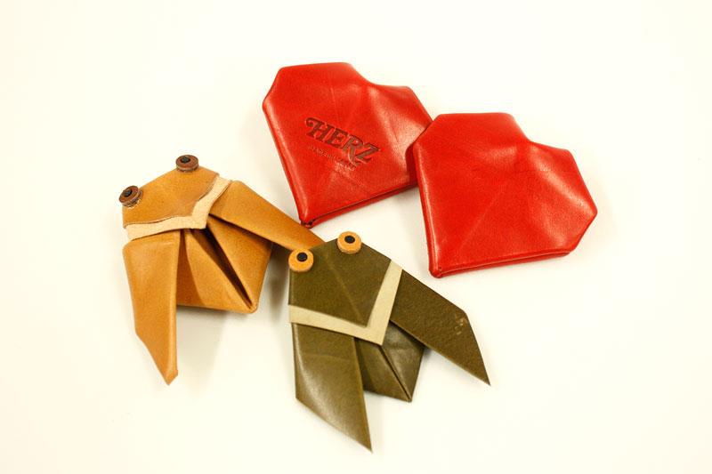 ベテランの作り手、増澤の革折り紙コレクション