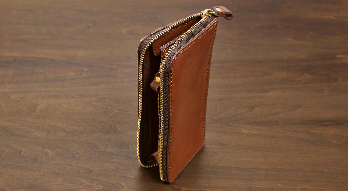 革財布にオイルを浸透(自然乾燥)させる様子