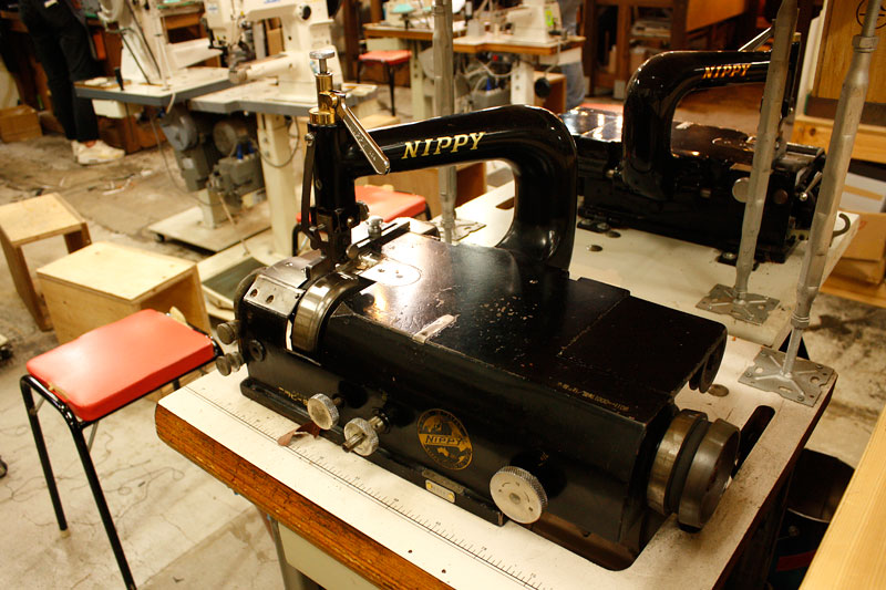仙台店の革漉き機
